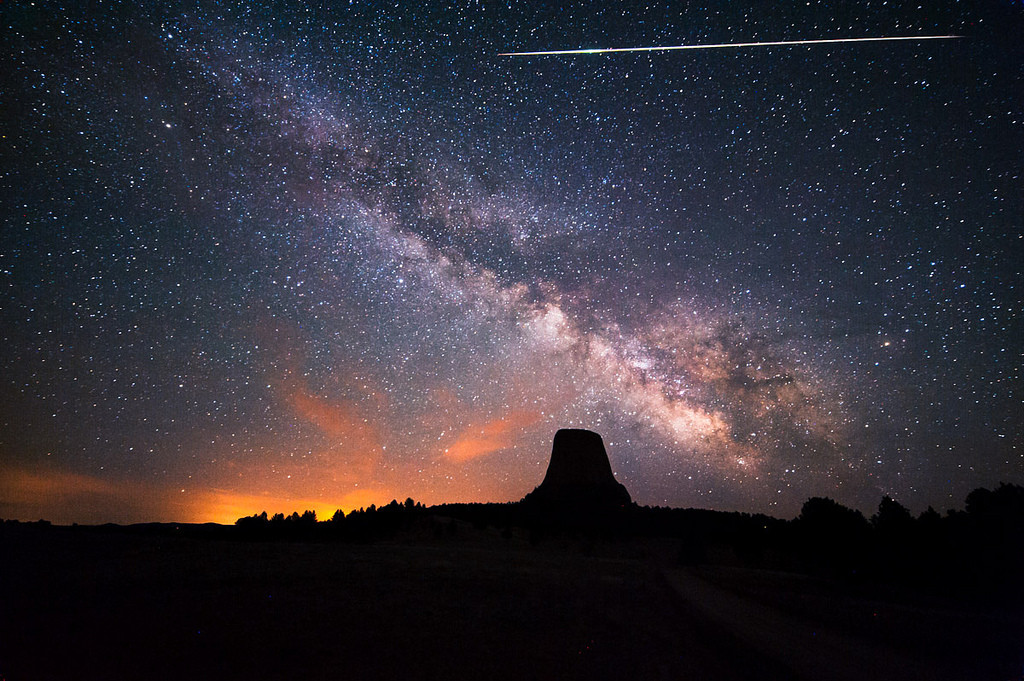 An Eta Aquariid meteor over the Devil's Tower in Wyoming (credit: David Kingham)
