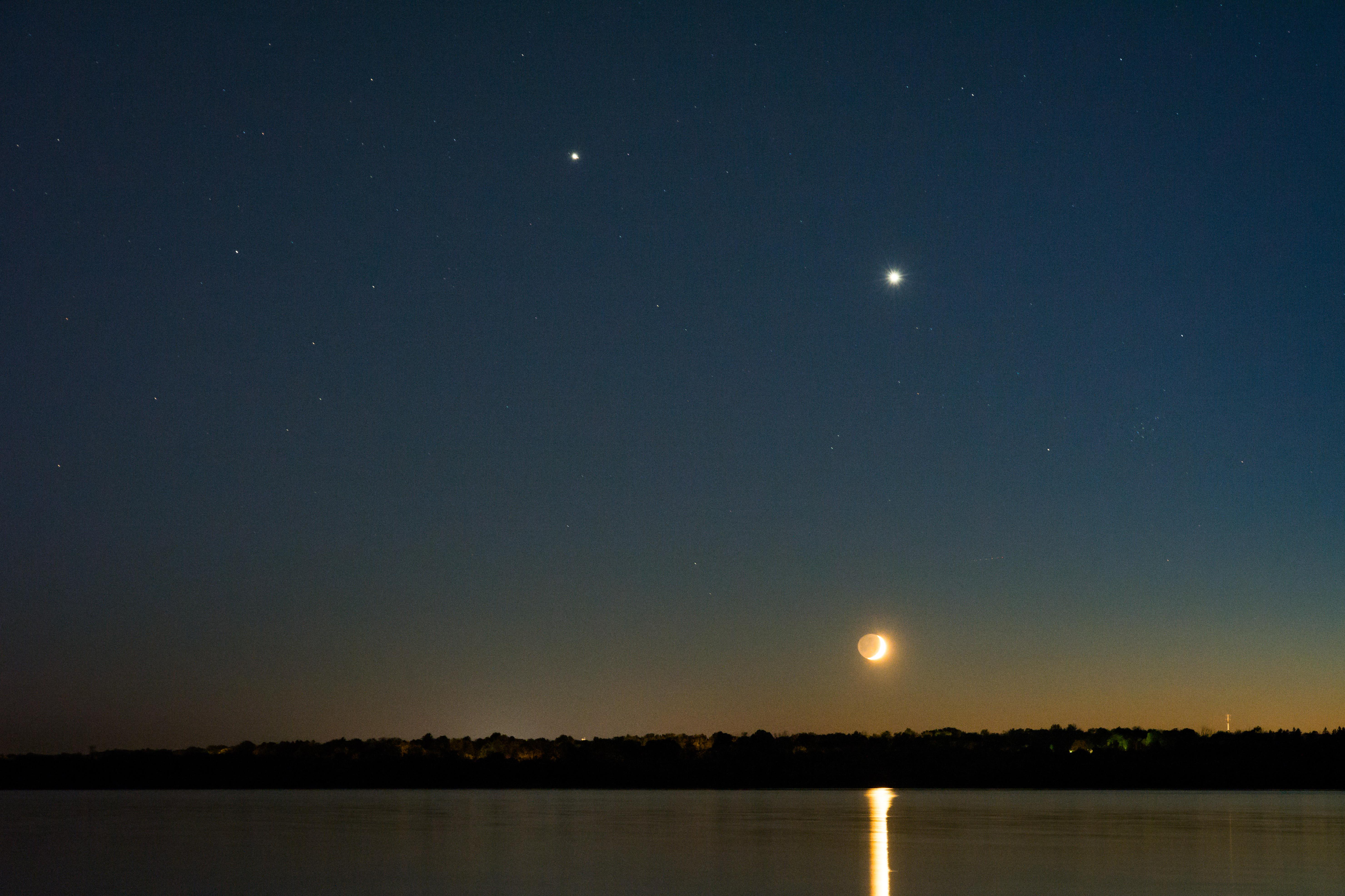 Close Conjunction of Venus and Jupiter on June 30, 2015